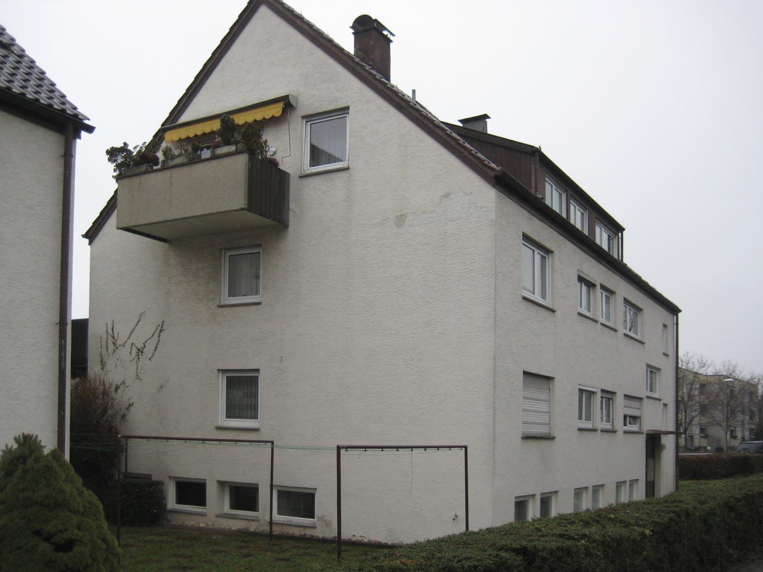 Hauseingang Nr. 15, unsanierter Zustand