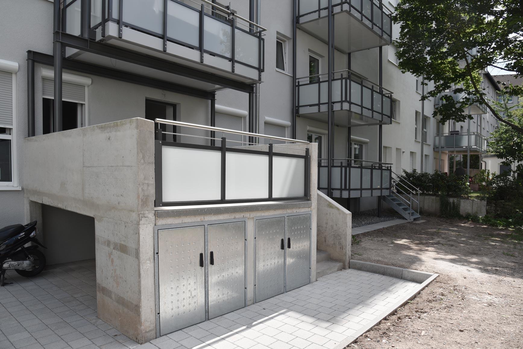 Terrasse und Balkone