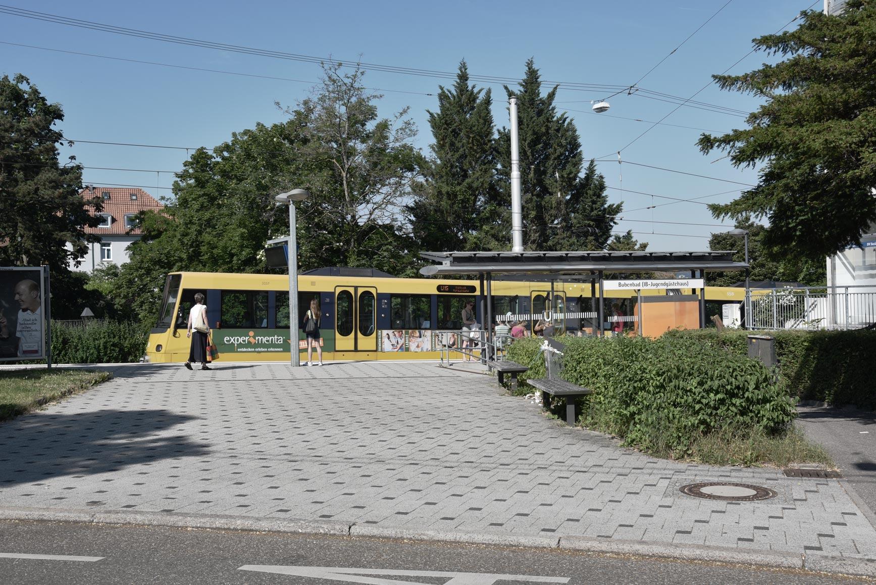 Platzartige Situation zur Gänsheidestraße